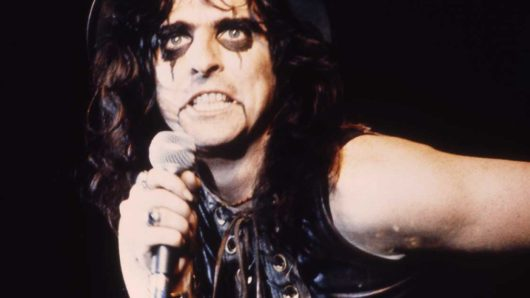 """Alice Cooper Shares Details Of Covid Experience, """"It Knocked Me Out"""""""
